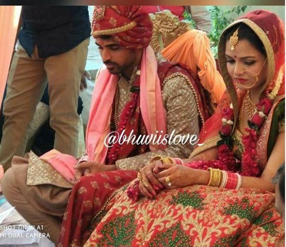 PHOTOS: सामने आई भुवनेश्वर कुमार की शादी की अनदेखी तस्वीरें, जयमाला के टाइम पर यह करते दिखे भुवी…