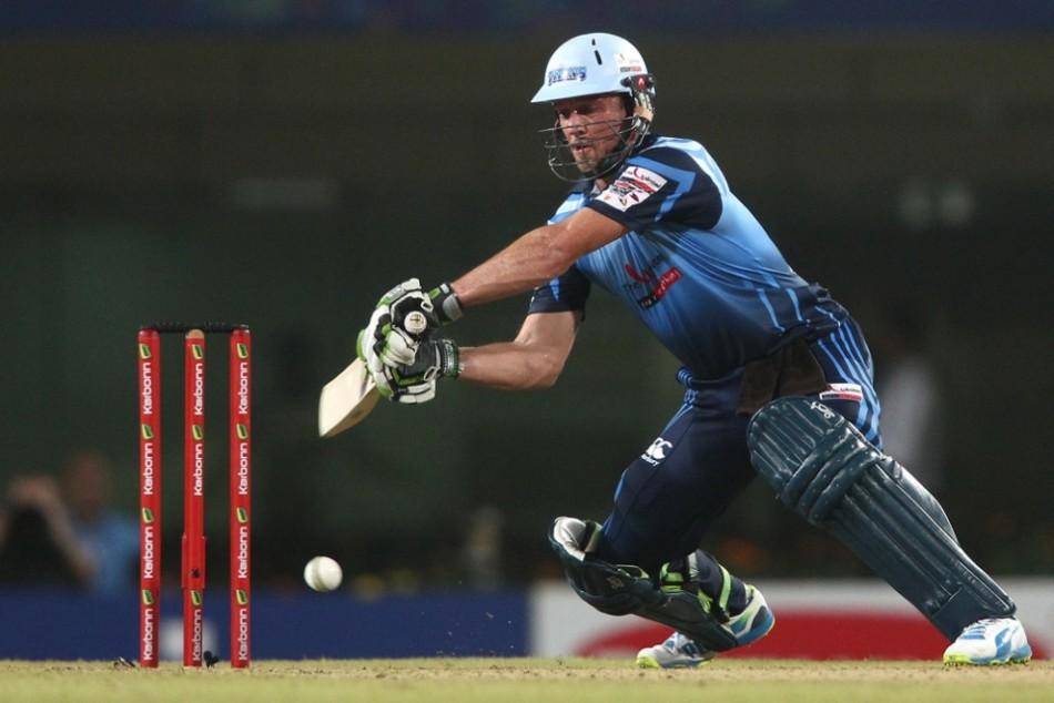 वीडियो- एक बार फिर आया मैदान पर डिविलियर्स नाम का तूफान, मात्र 19 गेंदों में ठोके 50 रन