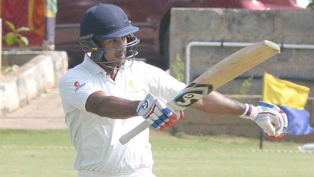 इस भारतीय घरेलु सीजन में अपनी जबरदस्त चमक बिखेरने वाले मयंक अग्रवाल को इस गेंदबाज ने किया है सबसे ज्यादा परेशान 42
