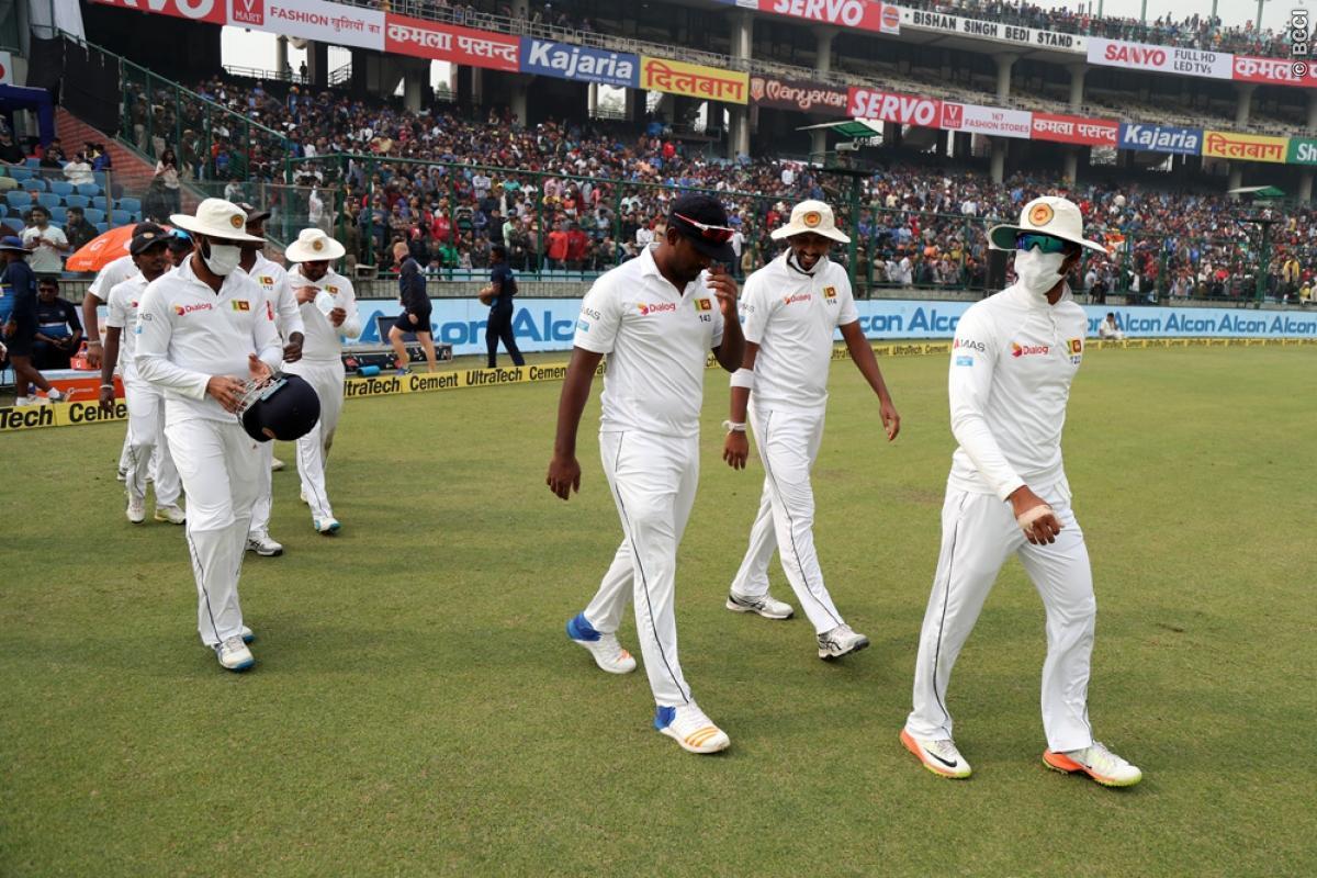 श्रीलंकाई टीम के ड्रामे और विराट कोहली के आउट के बाद भारतीय प्रसंशको ने श्रीलंका टीम को दिया ये नाम