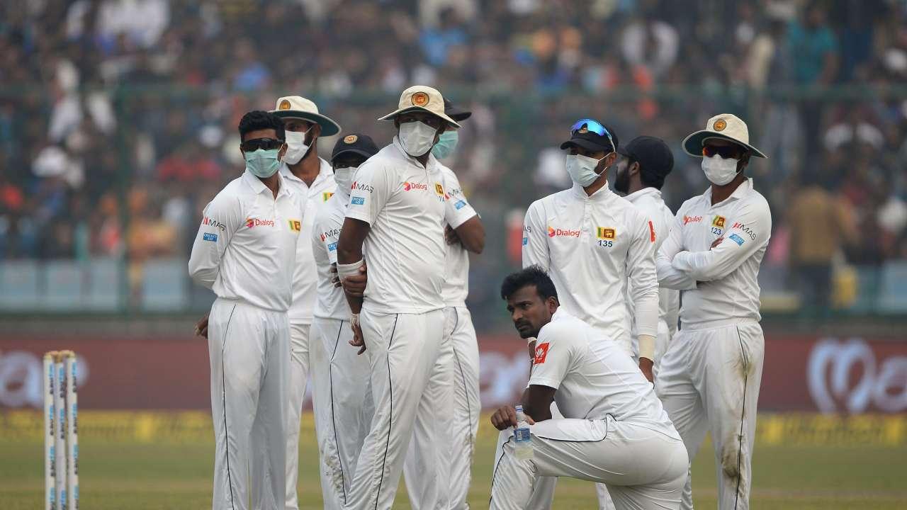 श्रीलंकाई खिलाड़ियों ने फिर पहने मास्क, इस लंकाई खिलाड़ी ने मैदान पर ही की उल्टी