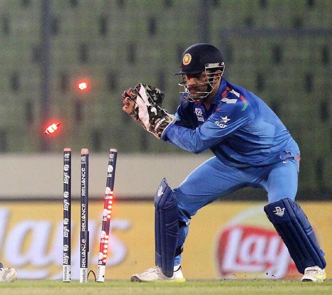 भारतीय टीम के विकेटकीपर महेन्द्र सिंह धोनी ने किया टी-20 क्रिकेट में ये बड़ा कारनामा, बने ऐसा करने वाले दूसरे विकेटकीपर
