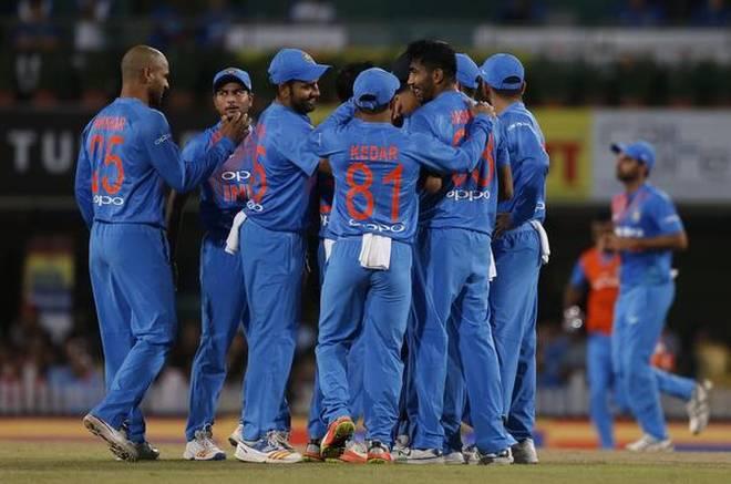 ये रहे टॉप-7 गेंदबाज जिन्होंने वनडे क्रिकेट में लिए है सबसे तेज 100 विकेट, सूची में इस भारतीय खिलाड़ी को देख आप भी रह जायेंगे हैरान 61