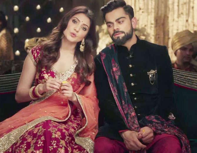 किसने क्या कहा: विराट और अनुष्का की शादी के बाद ट्विटर पर आई बधाईयों की बाढ़, लोगों ने उड़ाया रवि शास्त्री का मजाक