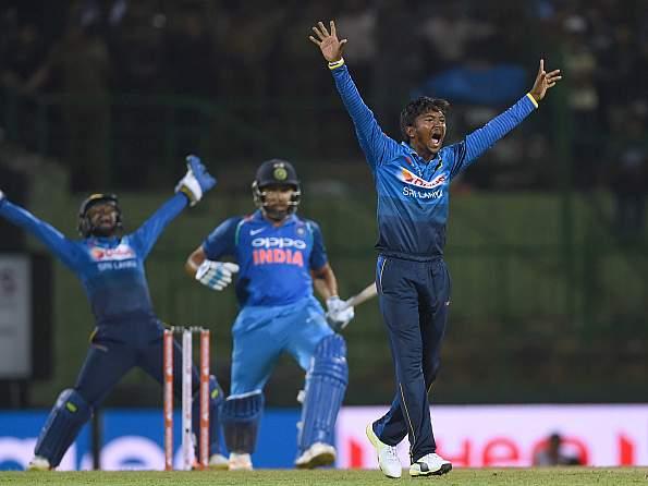 बुरी खबर: दुसरे वनडे के बीच आई बुरी खबर चोटिल हुआ यह स्टार खिलाड़ी लौटेगा अब घर 48