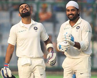 दिल्ली टेस्ट : विशाल लक्ष्य के सामने लड़खड़ाए मेहमान, भारत जीत की ओर