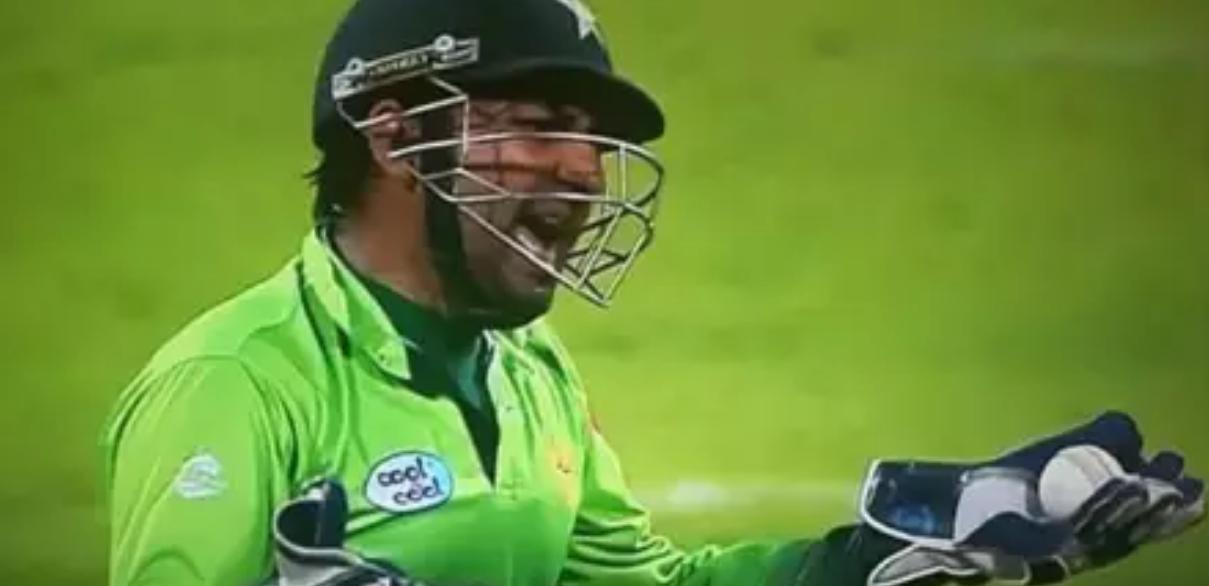 पाकिस्तान के कप्तान सरफराज अहमद को मैदान में आया गुस्सा, अपने इस युवा खिलाड़ी को बीच मैदान में दी गंदी-गंदी गालियां