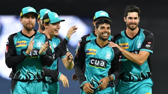 BBL 7: इस युवा गेंदबाज ने जबरदस्त गेंदबाजी के दम पर पर्थ स्क्राॅचर के बल्लेबाजों की उखाड़ दी बखियाँ, झटक लिए 5 विकेट 35