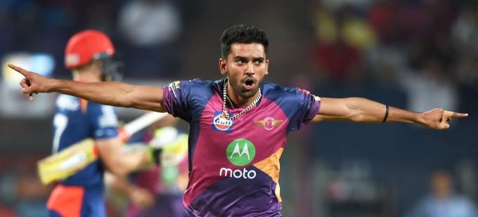 इस युवा तेज गेंदबाज को धोनी ने दी थी बस एक सलाह जिसने बदल दी इसकी जिन्दगी, इस साल आईपीएल में मिल सकती है रिकॉर्ड कीमत