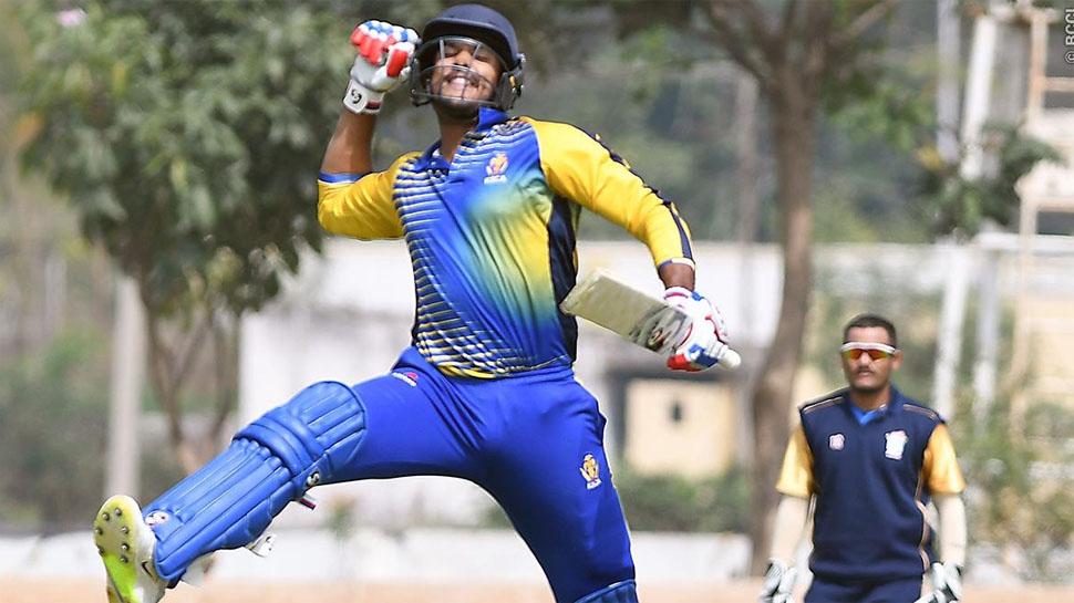 इस भारतीय घरेलु सीजन में अपनी जबरदस्त चमक बिखेरने वाले मयंक अग्रवाल को इस गेंदबाज ने किया है सबसे ज्यादा परेशान 4