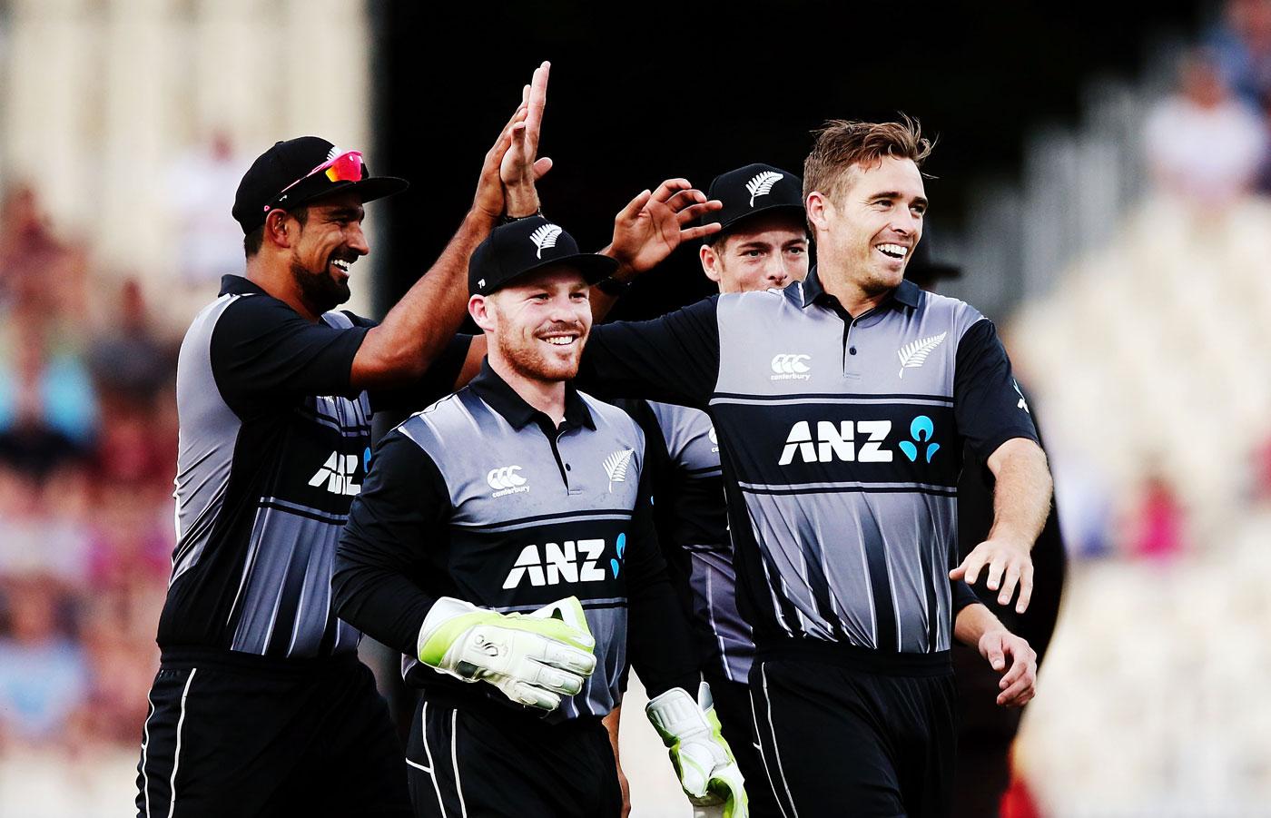 टी-20 ट्राई सीरीज- इंग्लैंड से हारकर भी फाइनल में पहुंची न्यूजीलैंड, जीतने के बाद भी बाहर हुआ इंग्लैंड 54