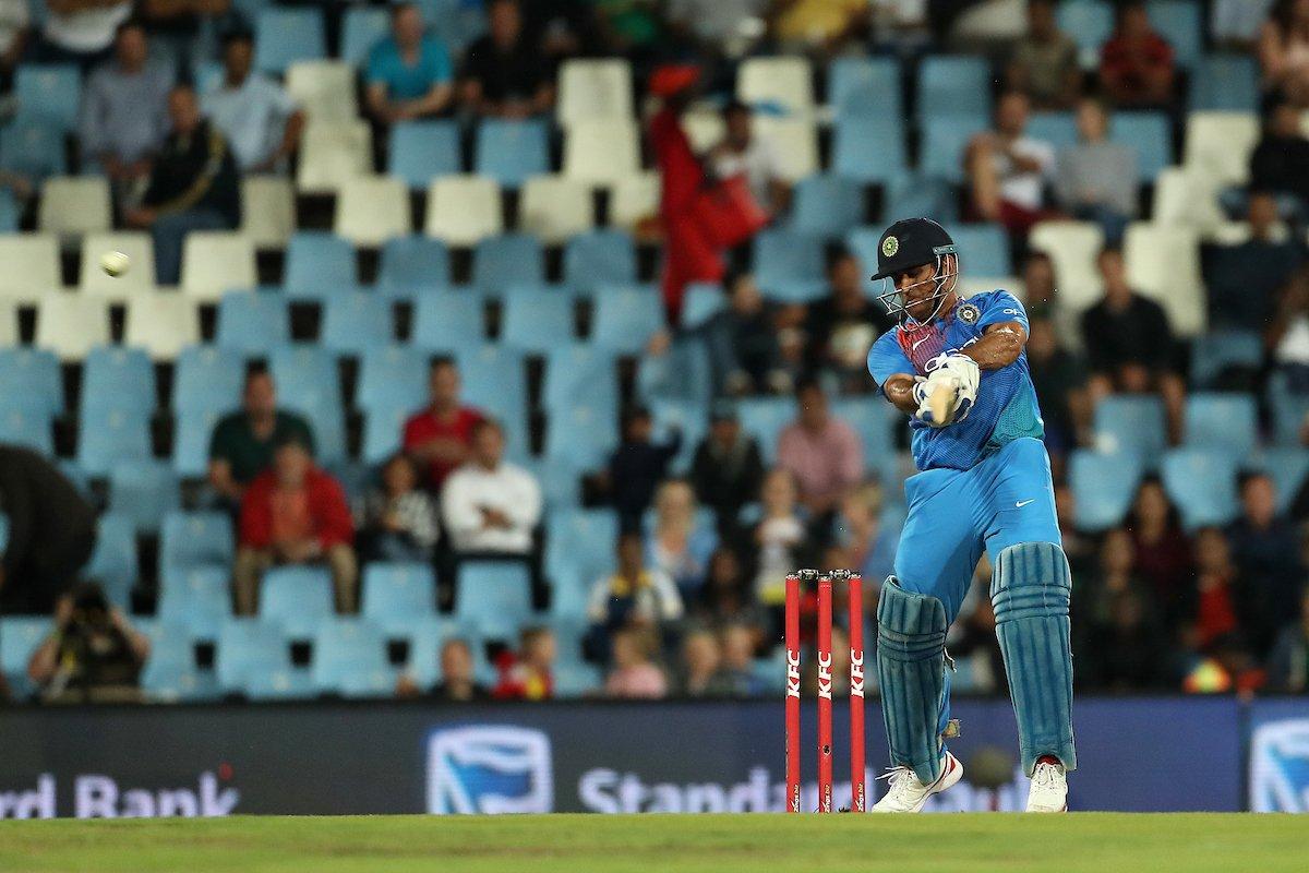 RECORD: आतिशी पारी के दौरान महेंद्र सिंह धोनी ने रचा इतिहास ऐसा करने वाले विश्व के तीसरे विकेटकीपर बने 64