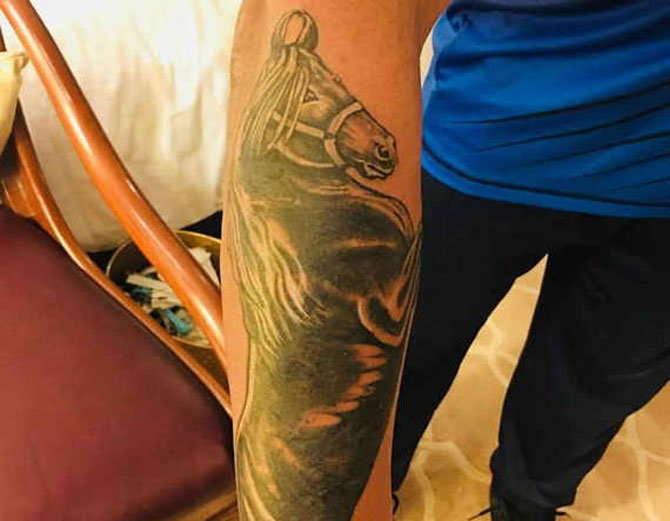 कप्तान कोहली के बाद इस भारतीय स्टार खिलाड़ी ने भी बनाया अपने हाथ पर दिलचस्प टैटू, जाने क्या है इस टैटू का मतलब