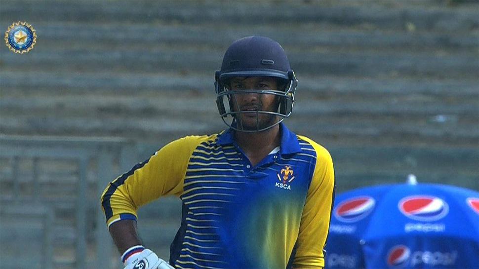 इस भारतीय घरेलु सीजन में अपनी जबरदस्त चमक बिखेरने वाले मयंक अग्रवाल को इस गेंदबाज ने किया है सबसे ज्यादा परेशान 1