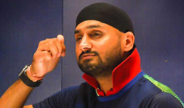 टर्बनेटर हरभजन सिंह ने क्रिकेट छोड़ की नई पारी की शुरूआत, लॉन्च किया अपना तीसरा एल्बम