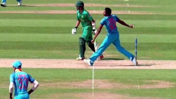 PSL 2018: अपनी हरकतों से बाज नहीं आ रहा हा पाकिस्तान, भारत के स्टार खिलाड़ी जसप्रीत बुमराह का उड़ाया PSL के दौरान मजाक 11