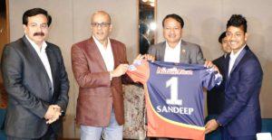 IPL 2018: आईपीएल खेलने वाले नेपाल के पहले खिलाड़ी संदीप लामिछाने पहनेंगे इस नम्बर की जर्सी, शेयर की तस्वीर 2