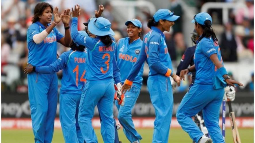महिला क्रिकेट टीम को बधाई देने पके चक्कर में बुरे फंसे बिग बी, मांगनी पड़ी मांफी 5