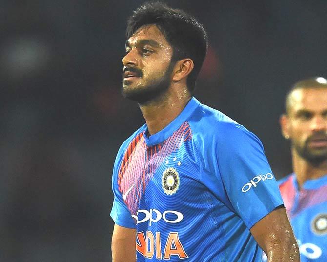 विजय शंकर ने खोला उस पल का राज कैसा था अंतिम गेंद पर ड्रेसिंग रूम का माहौल 13