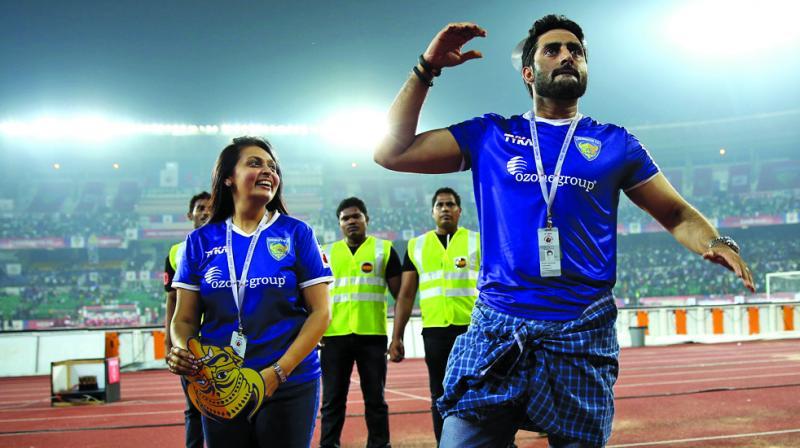 ISL: अभिषेक बच्चन की टीम के जीतने के बाद कुछ इस प्रकार दी प्रीति जिंटा ने बधाई, अब बच्चन को भी चुकाना पड़ेगा कर्ज 24