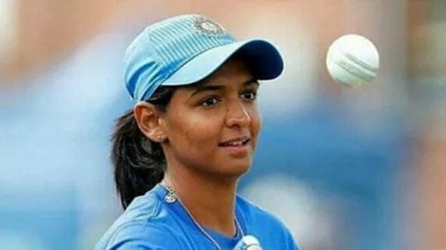 पहली बार एशिया कप हारने के बाद भर आई कप्तान हरमनप्रीत कौर की आँखे, दिला दी धोनी की याद 26