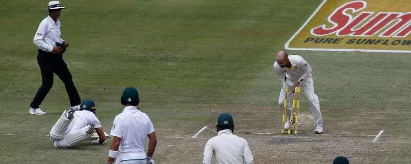 डरबन टेस्ट-  एबी डीविलियर्स हुए बड़े नाटकीय अंदाज में रन आउट, ग्लेन मैक्सवेल ने इस तरह उड़ाया एबी के रन आउट पर मजाक 21