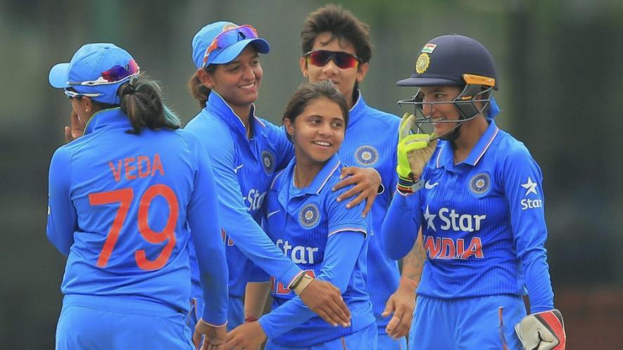 महिला क्रिकेट टीम को बधाई देने पके चक्कर में बुरे फंसे बिग बी, मांगनी पड़ी मांफी 4