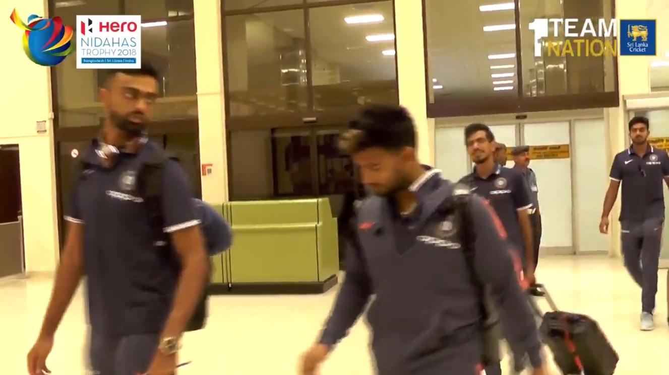 निदहास ट्रॉफी के लिए श्रीलंका पहुंची टीम इंडिया, एयरपोर्ट से होटल के लिए हुई रवाना, देखें तस्वीरें 48