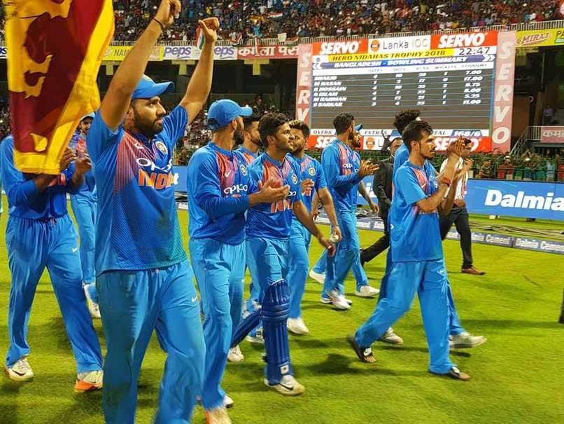 Nidahas Trophy के फाइनल से पहले रोहित शर्मा ने नेट्स पर गेंदबाजी कराने वाले अपने इस फैन को दिया था यह बड़ा तोहफा 1