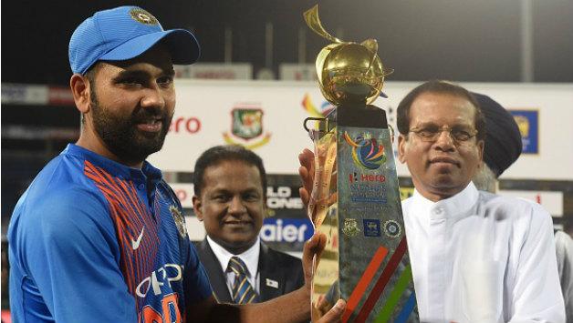 Nidahas Trophy के फाइनल से पहले रोहित शर्मा ने नेट्स पर गेंदबाजी कराने वाले अपने इस फैन को दिया था यह बड़ा तोहफा 2