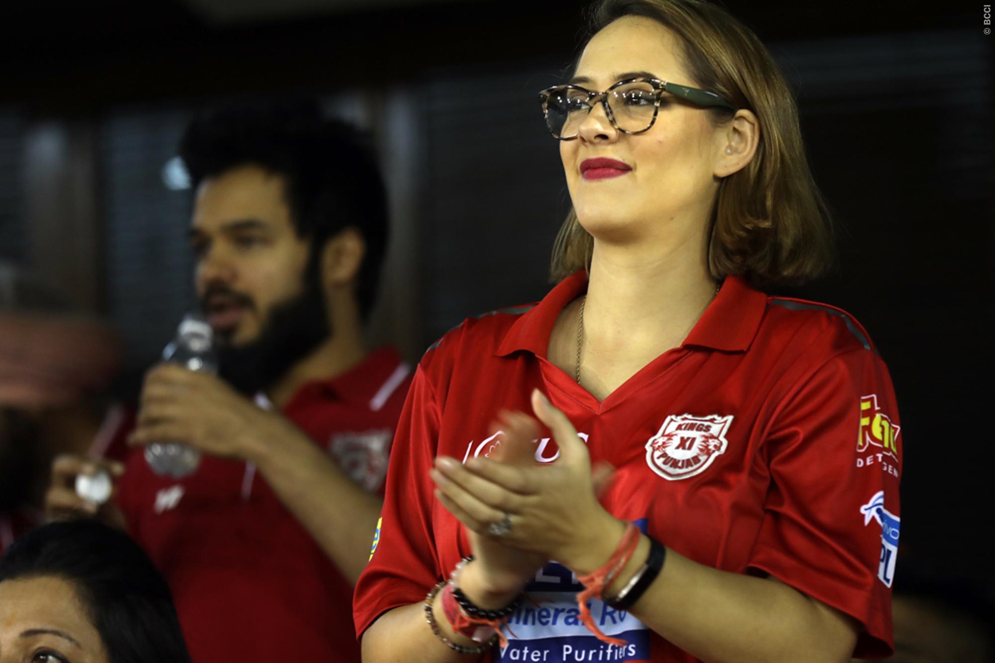 युवराज सिंह को चीयर करने पत्नी हेजल कीच के साथ पहुंची उनकी सबसे करीबी ये शख्स, लेकिन युवी को नहीं मिला बल्लेबाजी 1