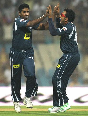 इन गेंदबाजों के नाम दर्ज हैं आईपीएल के हर सीजन में पहला विकेट लेने का रिकॉर्ड 3