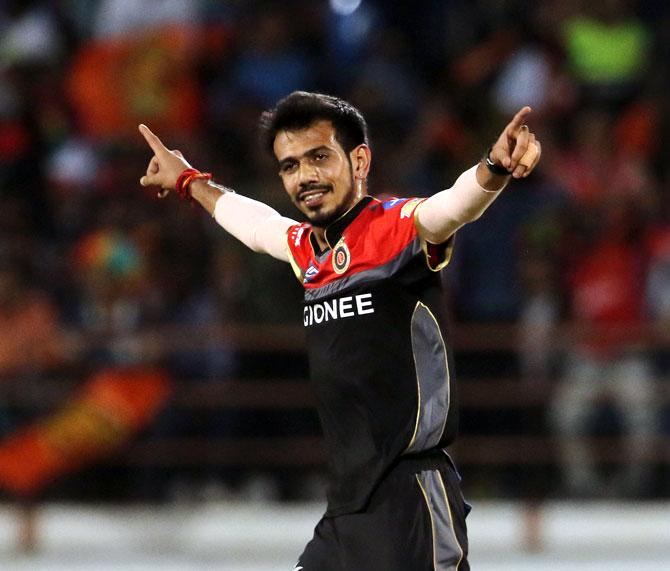 कई दिग्गज गेंदबाजो को पछाड़ आरसीबी के लिए खेलते हुए युज्वेंद्र चहल ने बनाया ये शानदार रिकॉर्ड 1