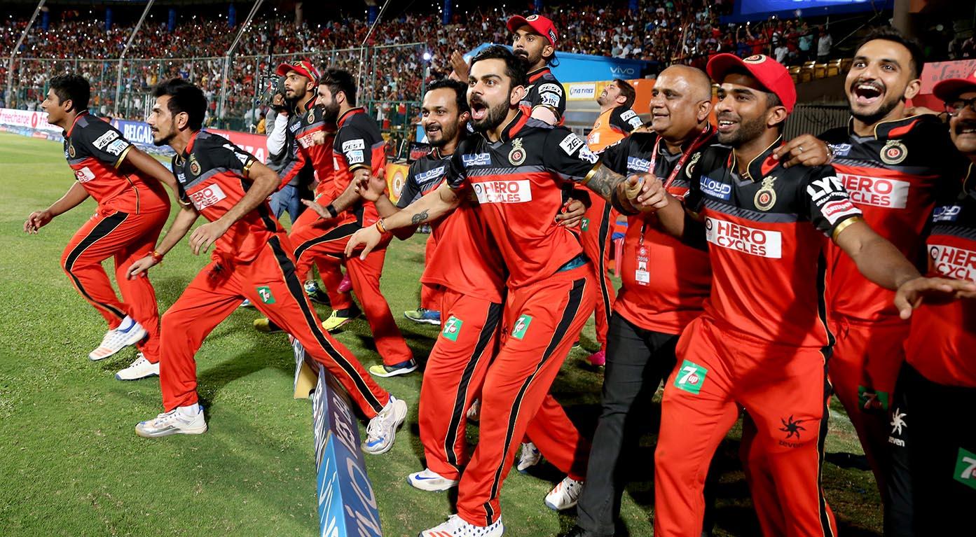 कई दिग्गज गेंदबाजो को पछाड़ आरसीबी के लिए खेलते हुए युज्वेंद्र चहल ने बनाया ये शानदार रिकॉर्ड