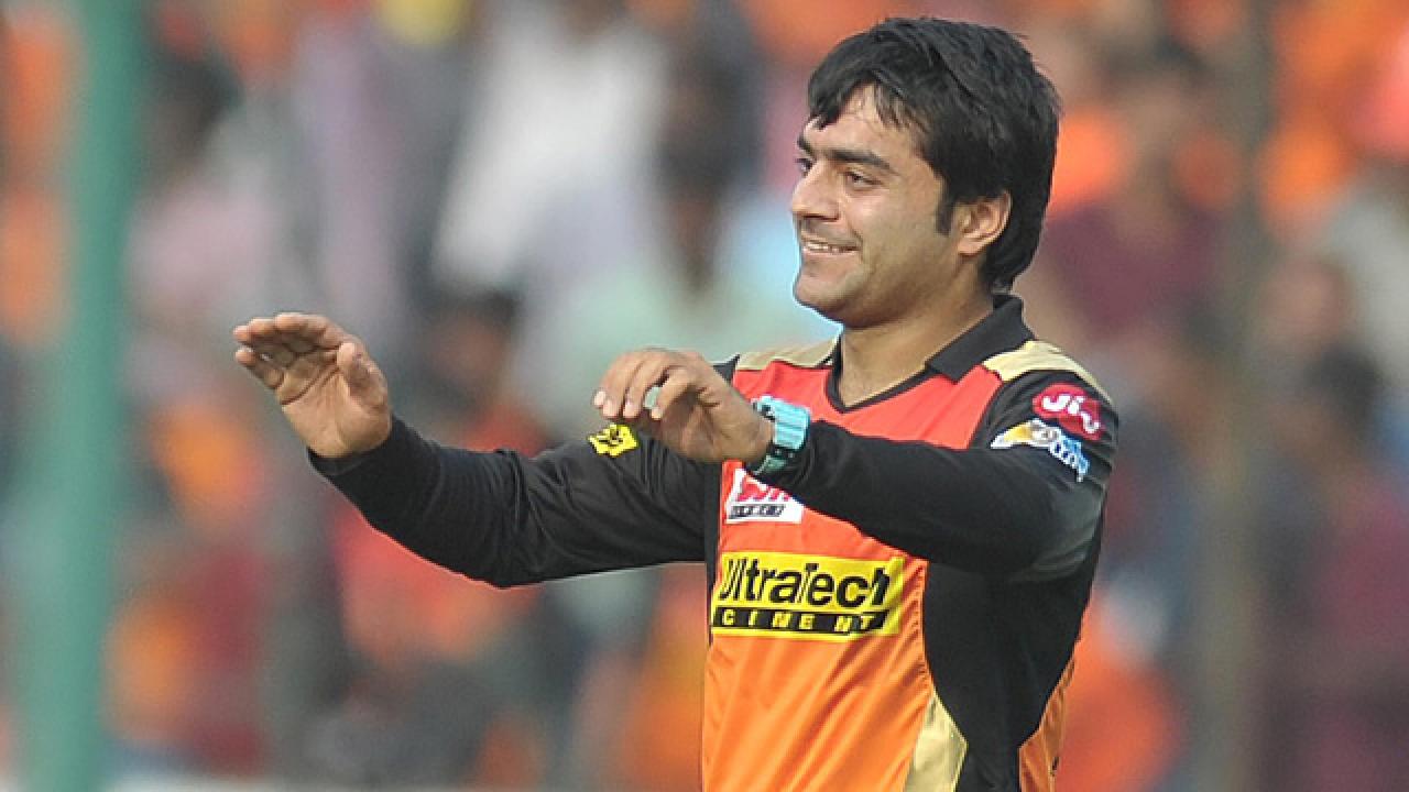वीडियो- अपनी स्पिन गेंदबाजी से मिस्ट्रीमैन बने राशिद खान का ये नया अवतार देखकर खुद की हंसी नहीं रोक सकेंगे आप, देखिए ये मजेदार वीडियो 25