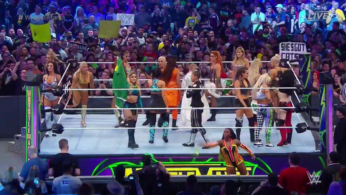 WWE WrestleMania 34: नेओमी ने रचा इतिहास जीता पहला विमेंस बैटल रॉयल ख़िताब 14