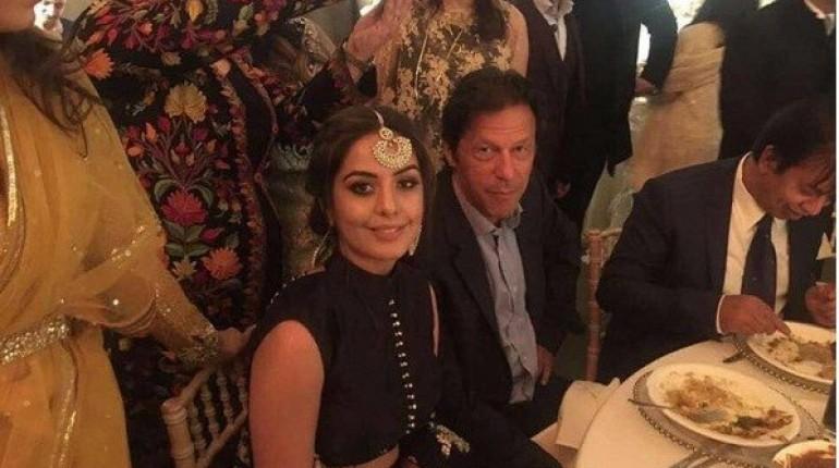 REPORTS: पहली 2 पत्नी के बाद अब तीसरी से भी बिगड़े इमरान खान के सम्बन्ध, बुशरा का बेटा बना वजह 26