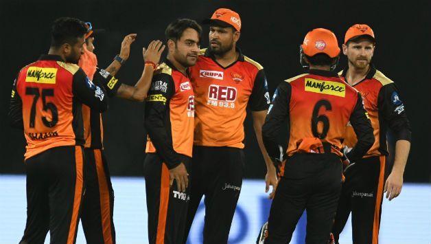 IPL 2018: अजिंक्य रहाणे और भुवी को लेकर विवादित बयान देकर फंसे शेन वार्न, लगी फटकार 3