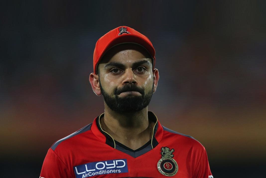 मुंबई इंडियंस के इस गेंदबाज के सामने हमेशा बेबस नजर आते हैं आरसीबी के कप्तान कोहली,आकंड़े कर रहे सब बयाँ 7