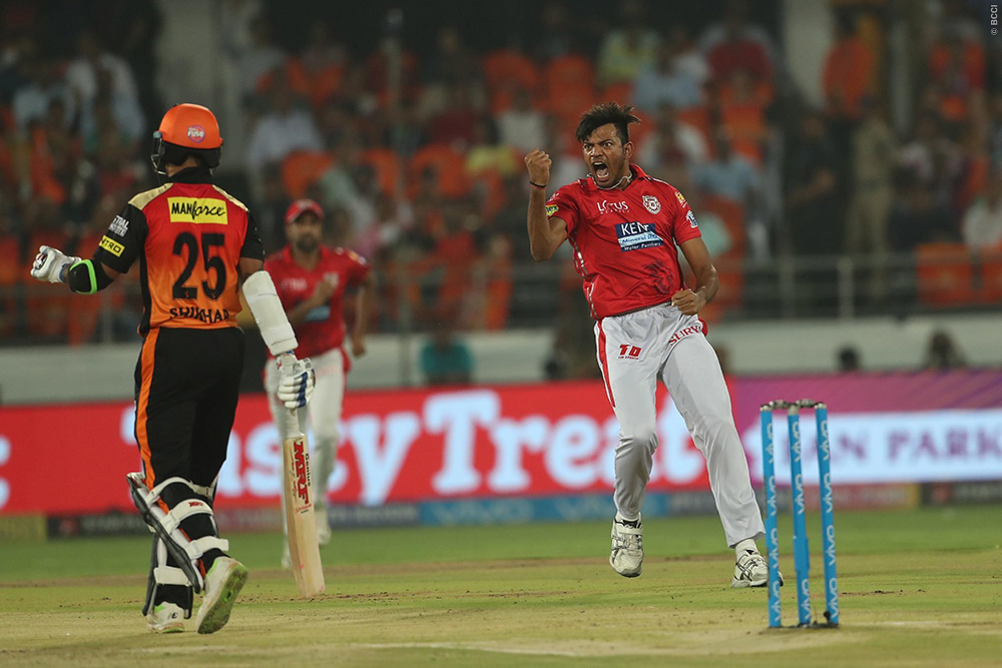 हैदराबाद की एक और जीत के बाद लोग हुए हैदराबाद की गेंदबाजी के फैन, तो आकाश चोपड़ा और सर जडेजा ने पंजाब के इस खिलाड़ी की किया तारीफ़