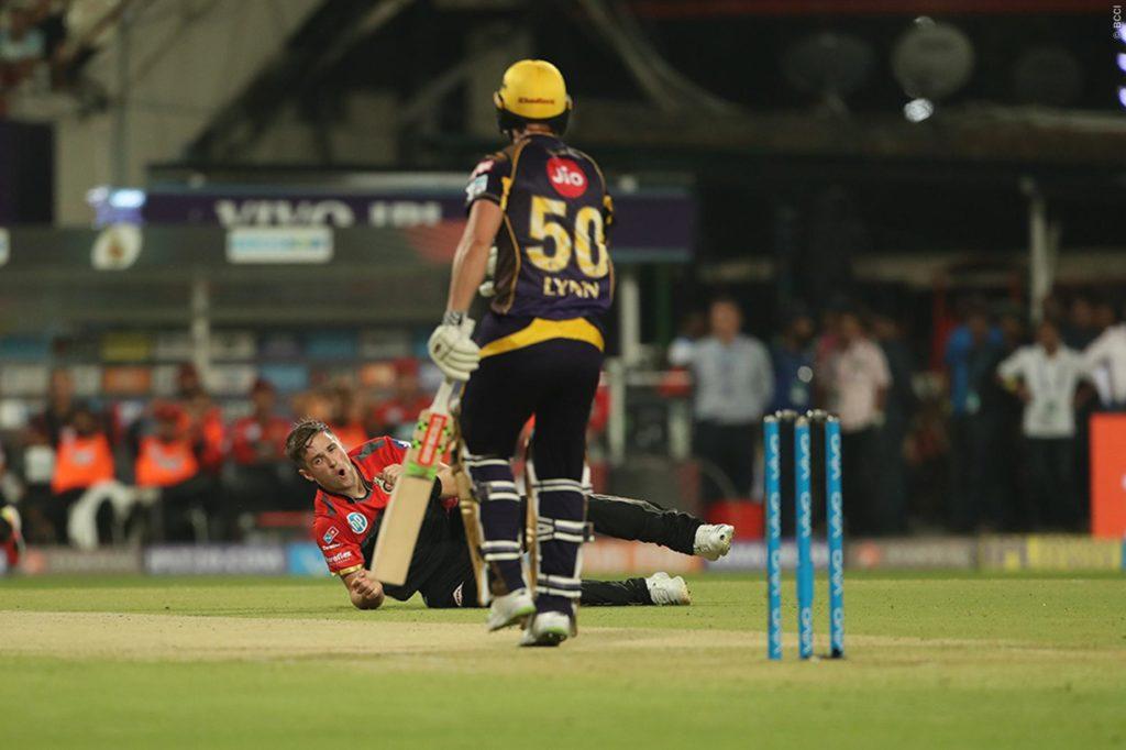 KKRvsRCB: बैंगलोर को 4 विकेट से हरा कोलकाता ने दर्ज किया पहली जीत, मायूस हुए विराट 4