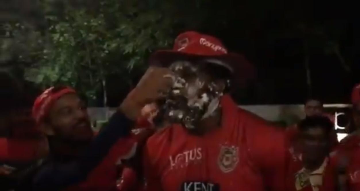 क्रिस गेल की आतिशी पारी के बाद किंग्स इलेवन पंजाब के खिलाड़ियों, सहवाग और प्रीटी जिंटा ने इस तरह मनाया जश्न 3
