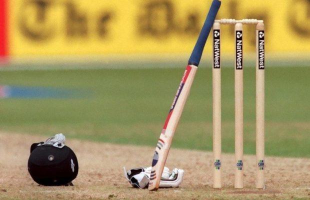 अपना पहला टी-20 खेल रहे वेस्टइंडीज के इस गेंदबाज के साथ हुआ दर्दनाक हादसा, स्ट्रेचर से ले जाया गया मैदान से बाहर 1