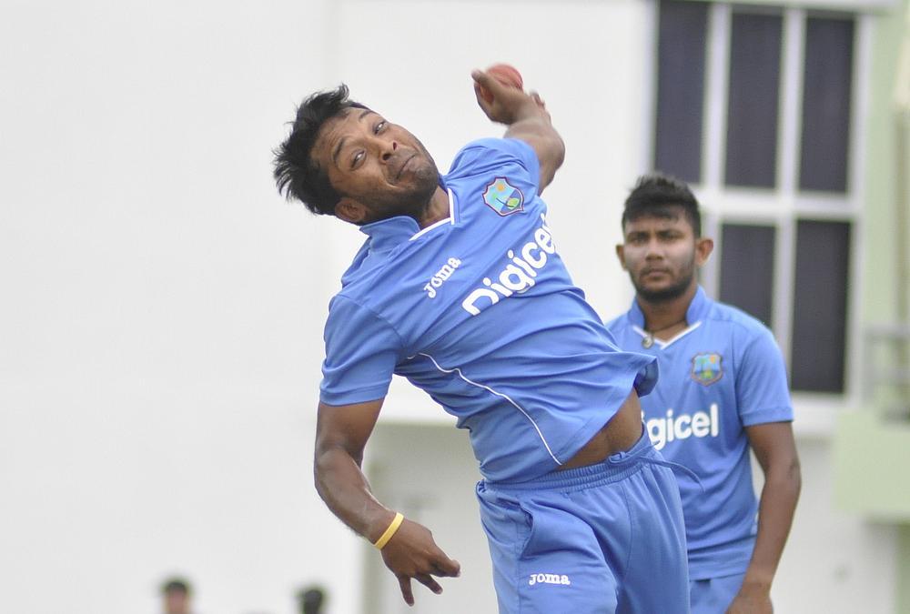 अपना पहला टी-20 खेल रहे वेस्टइंडीज के इस गेंदबाज के साथ हुआ दर्दनाक हादसा, स्ट्रेचर से ले जाया गया मैदान से बाहर 2
