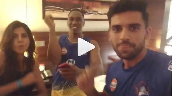 VIDEO: आईपीएल की मिस्ट्री गर्ल बन चुकी इस हसीना ने किया ड्वेन ब्रावो संग जमकर डांस,देखें वायरल हो रही यह वीडियो