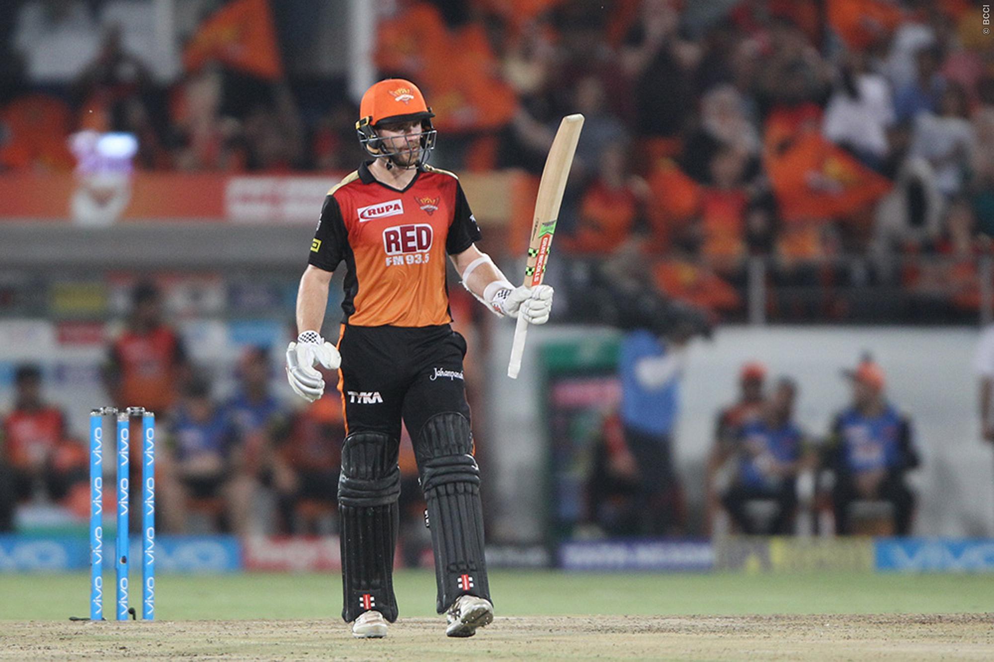 बंगलौर की टीम का एक बार फिर से उड़ा मजाक, वही सर जडेजा ने कोहली और डिविलियर्स की जोड़ी को लेकर कही ये बात 32