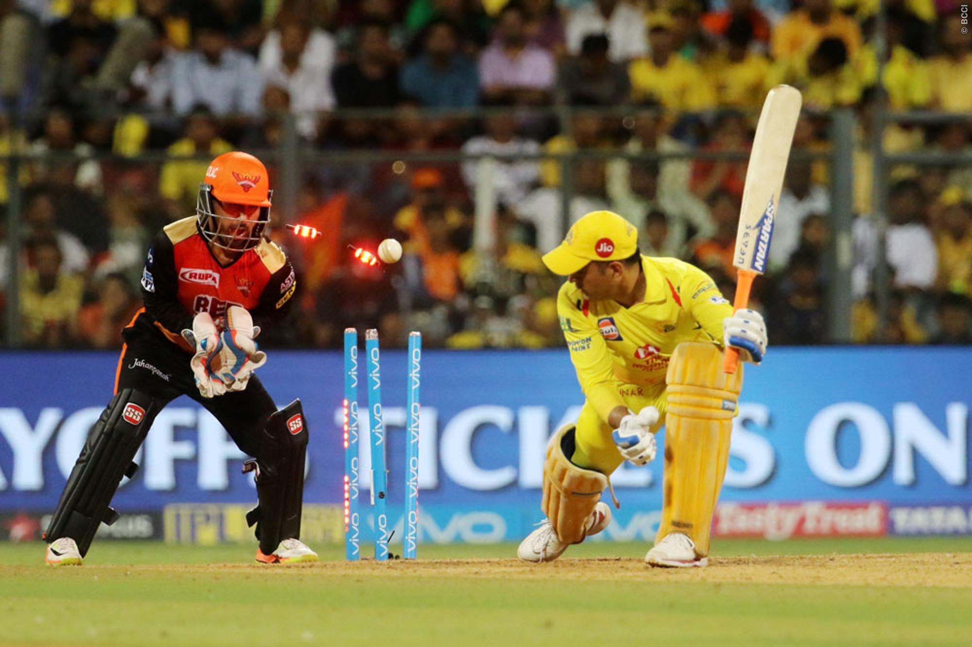 VIDEO: राशिद खान के सामने बेबस नजर आये धोनी, मिस्ट्री गेंद पर कुछ ऐसे हुए बोल्ड 1