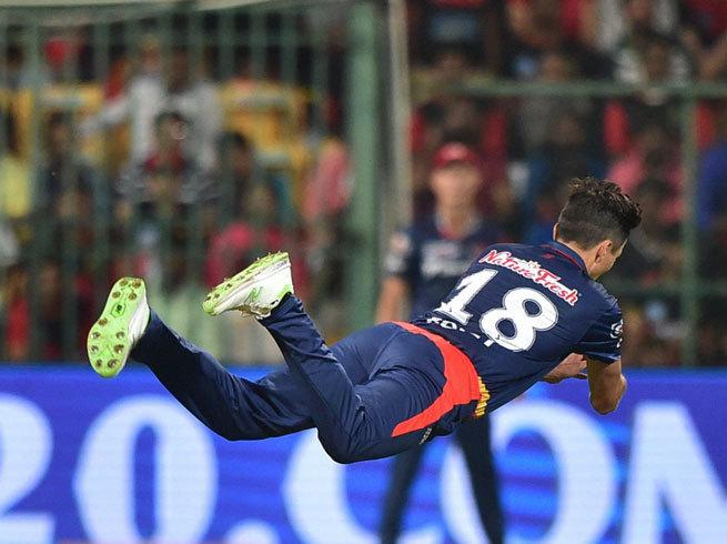 डिविलियर्स को छोड़ इस खिलाड़ी को मिला बेस्ट कैच लेने का अवार्ड, तो बीसीसीआई पर कुछ इस तरह फूटा लोगो का गुस्सा 4