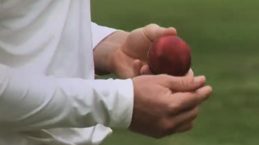 पाकिस्तान के इस खिलाड़ी ने शुरू की थी क्रिकेट में बॉल टेम्परिंग, पकड़े जाने पर लगा था 1 मैच का बैन 37