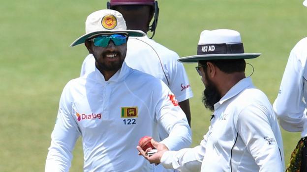 गेंद के साथ छेड़छाड़ मामले में जवागल श्रीनाथ के विरुद्ध आईसीसी गये थे चंडीमल, अब आया नया ट्विस्ट 2